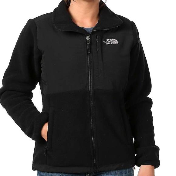 6fcfba9bd194 The North Face Denali Black women s fleece jacket.  M 5af609f12c705d1f04977bfe